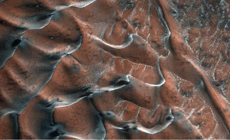 Замерзшие песчаные дюны на Марсе