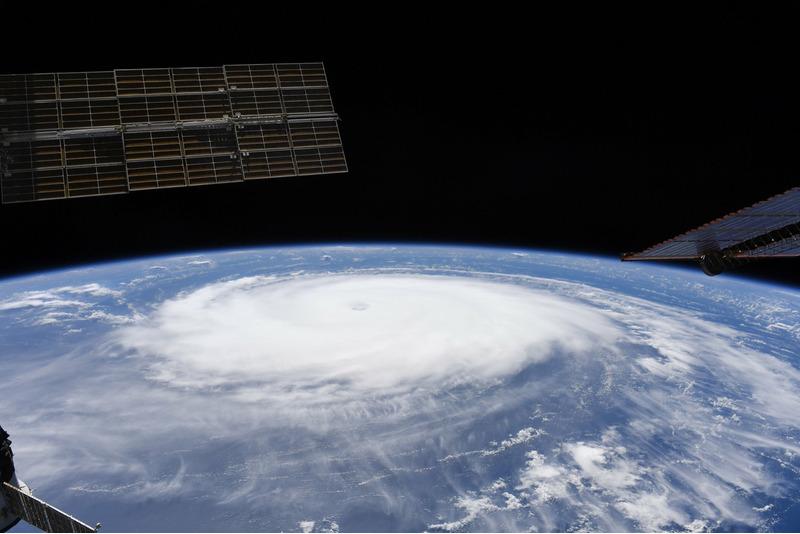 Ураган СЭМ вид с борта МКС