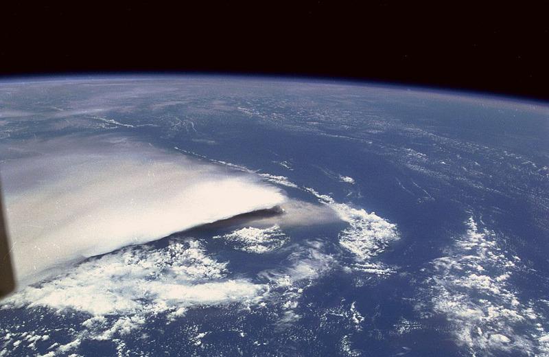 Извержения вулкана Рабаул вид из космоса