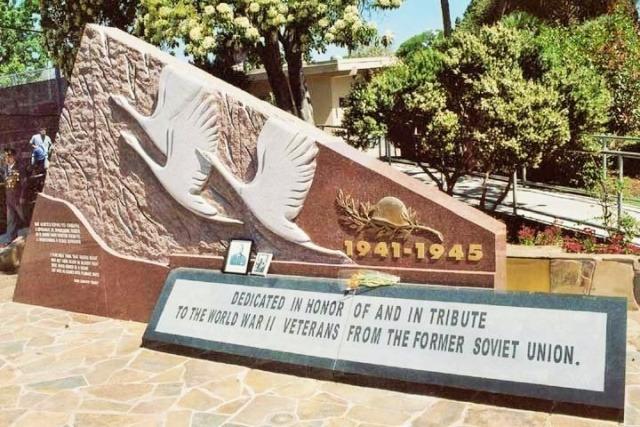 Памятник советским солдатам Великой Отечественной войны, установленный в Голливуде.