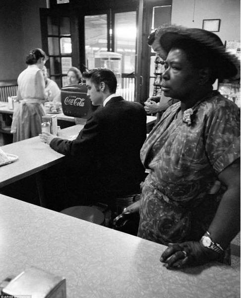 Элвис Пресли в кафе Теннесси