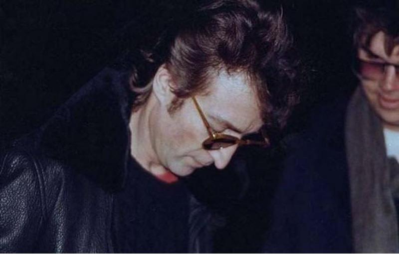 Джон Ленон вместе с своим убийцей незадолго до смерти