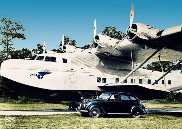 Гидросамолёт Мартин 130 Clipper и автомобиль Chrysler Airflow. США, 1937