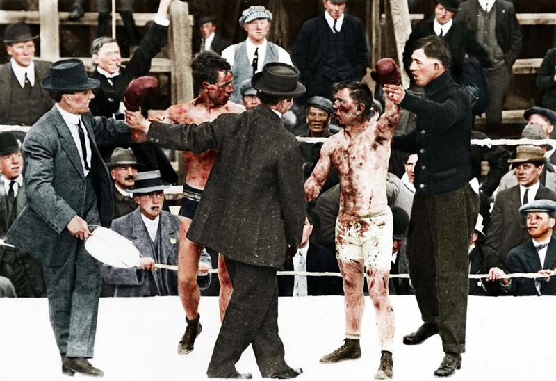 Два боксера после боя.