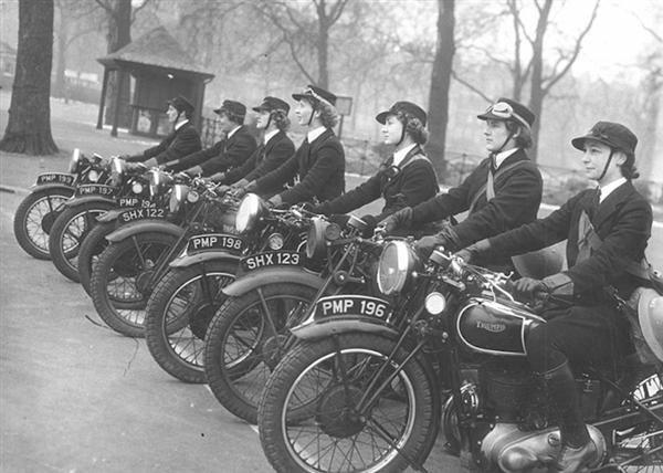 Женская вспомогательная служба ВМС. Сокращённо WRNS.