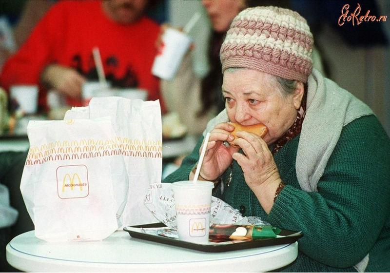 Первый в СССР ресторан сети МакДональдс (1990 год)