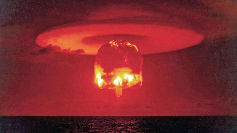 Термоядерный взрыв на атолле Бикини под кодовым названием Замок Ромео. Март 1954.