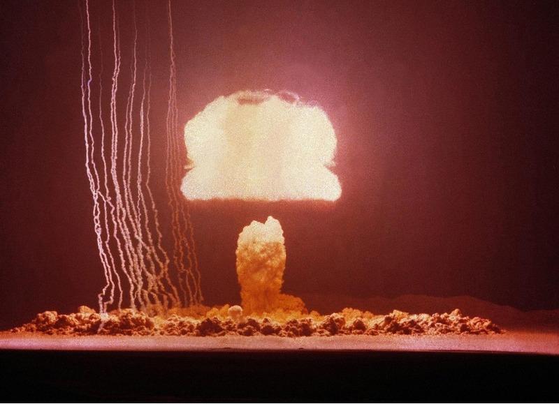 Ядерное испытание на полигоне в Неваде. 4 июня 1953.