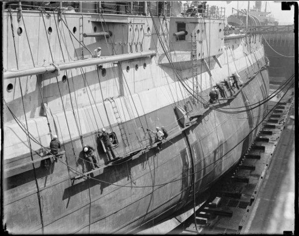 Американский линкор USS Utah (BB-31) в доке, Бостон, 4 мая 1929 года