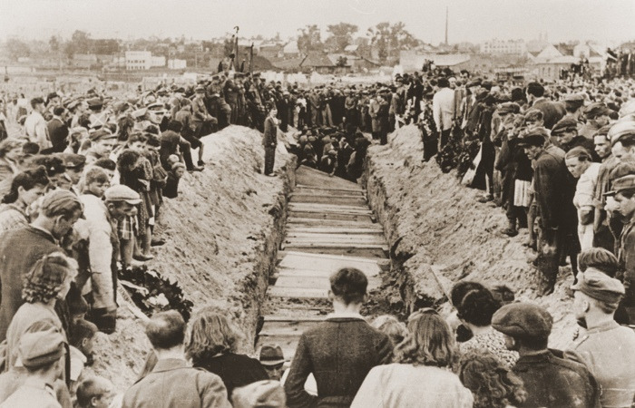 Похороны жертв еврейского погрома в Кельцах, 1946 год.