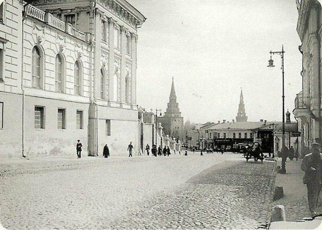 Вид на Моховую улицу и Кремль
