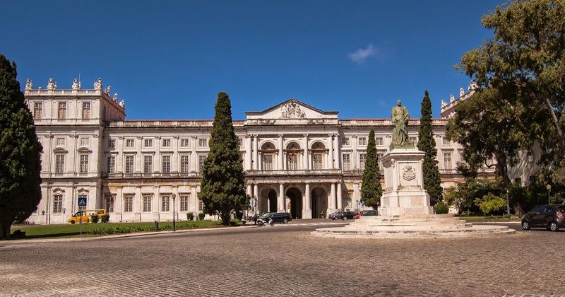 Дворец Ажуда (Palácio Nacional da Ajuda) королевский дворец в Лиссабоне
