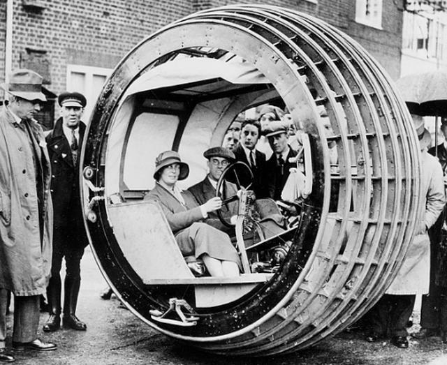 Одноколесный автомобиль под названием динасфера, 1932