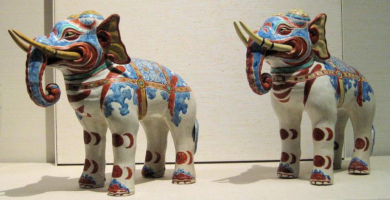 Фигурки слонов в стиле какиэмон