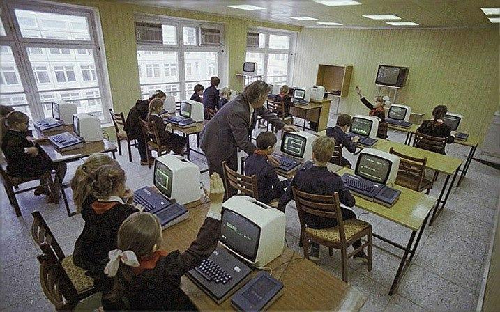 На уроке информатики, 1986 год, Москва.