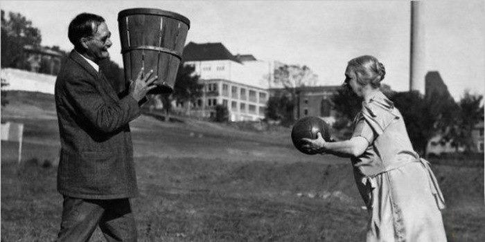 Джеймс Нейсмит, создатель баскетбола, с женой.
