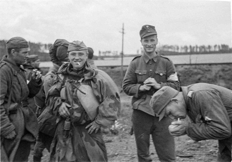Советские и финские солдаты на острове Сорвали