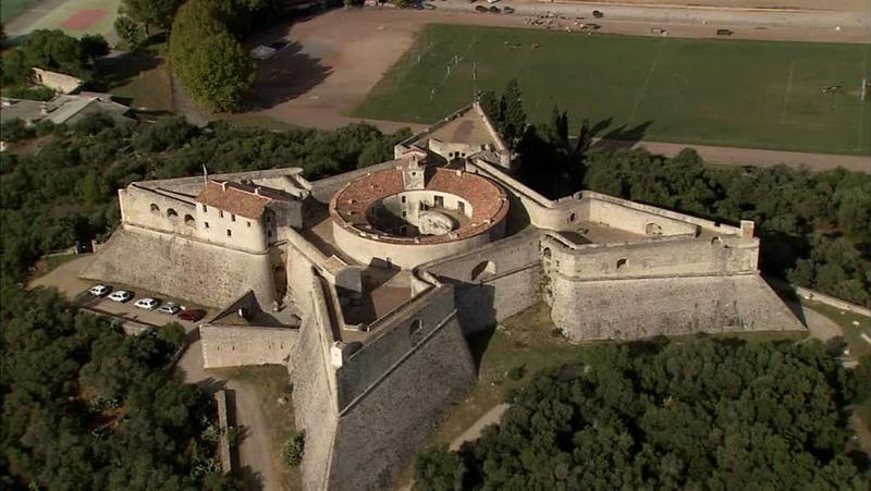 Форт Карре крепость во Франции
