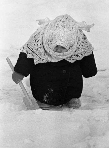 Владимир Лагранж девочка с лопаткой