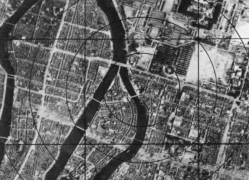 Данные военно-воздушных сил США – карта Хиросимы перед бомбардировкой, на которой можно наблюдать круг радиусом в 304 м от эпицентра, который моментально исчез с лица земли.