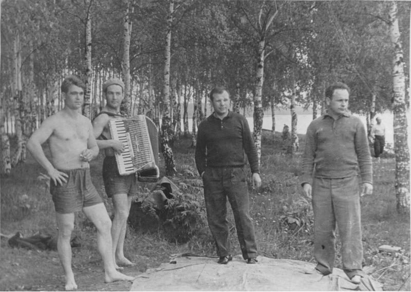 Советские космонавты на пикнике в Долгопрудном