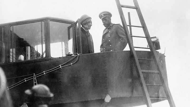 Игорь Сикорский и император Николай II на борту Русского витязя, лето 1913 г.