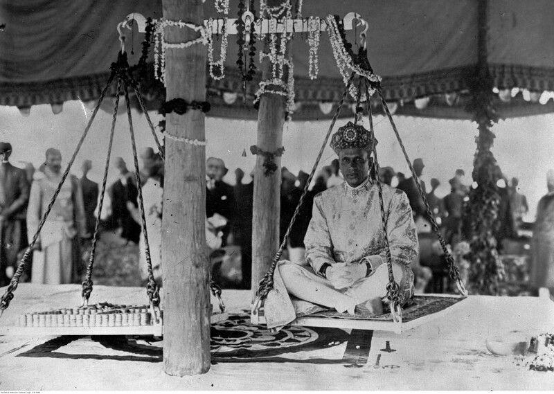 Церемония вступления в должность раджи - сколько золота он стоит, 1933 год.