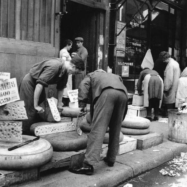 Уличная торговля сыром, Париж, 1938 год.