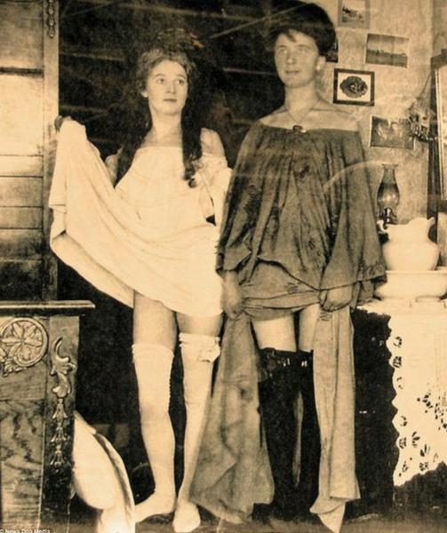 Конец 19 века Аляска. Две проститутки.