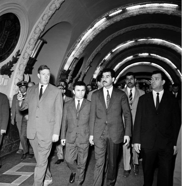 Саддам Хусейн на станции метро Площадь Восстания