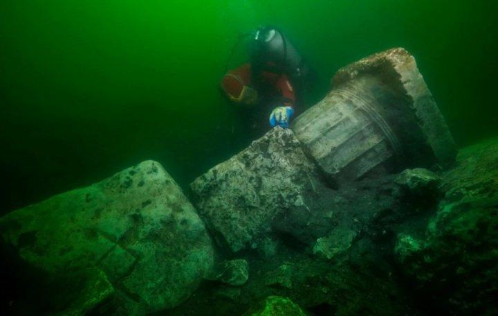 древний подводный храм