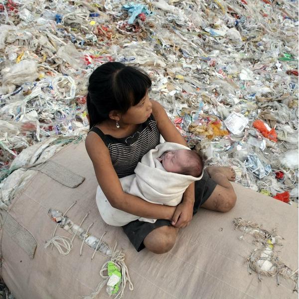 Китай полностью запретит пластиковые пакеты и трубочки к 2022 году. На долю страны приходится четверть всего мусора в мировом океане.