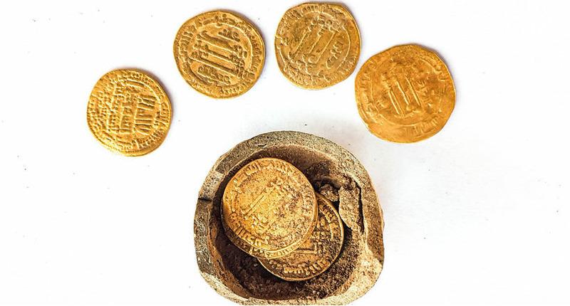Израильские археологи обнаружили золотые монеты возрастом 1200 лет