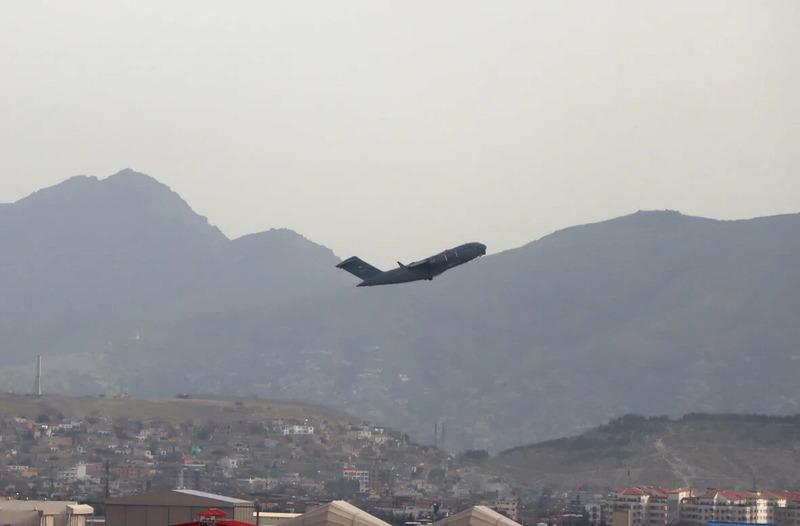 Последний военный самолёт США покидает Афганистан